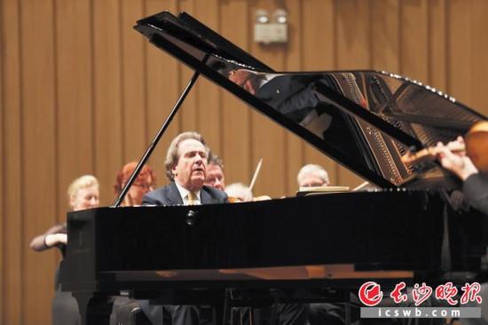 布赫賓德在長沙音樂廳演奏貝多芬鋼琴協奏曲。長沙晚報通訊員 陶宣甯 供圖