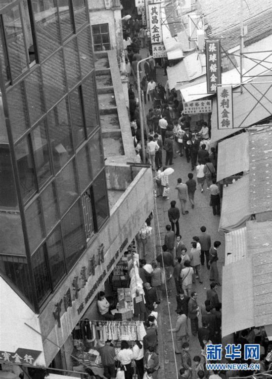 """(壮丽70年・奋斗新时代・图文互动)(10)一条街的前世今生――沙头角中英街观""""潮"""""""