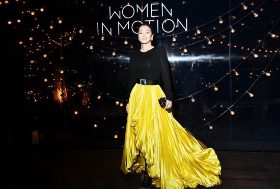 鞏俐出席戛納電影節晚宴 獲頒卓越女性電影人獎項