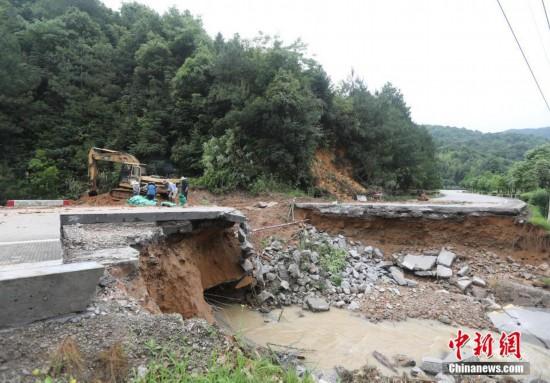 暴雨洪灾致福建连城损失近3.9亿元 民众抗灾自救