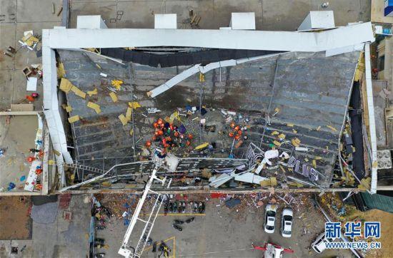 (突发事件)广西百色一酒吧屋顶坍塌事故已抢救出85人