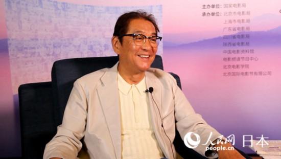 日本著名导演泷田洋二郎接受人民网专访。人民网记者袁蒙 摄