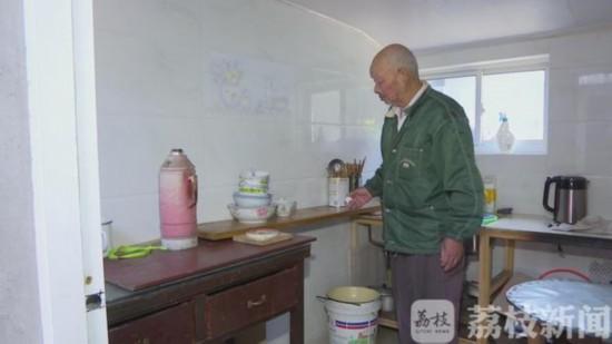 煤气泄漏起火 常州75岁老人火中救出90岁邻居