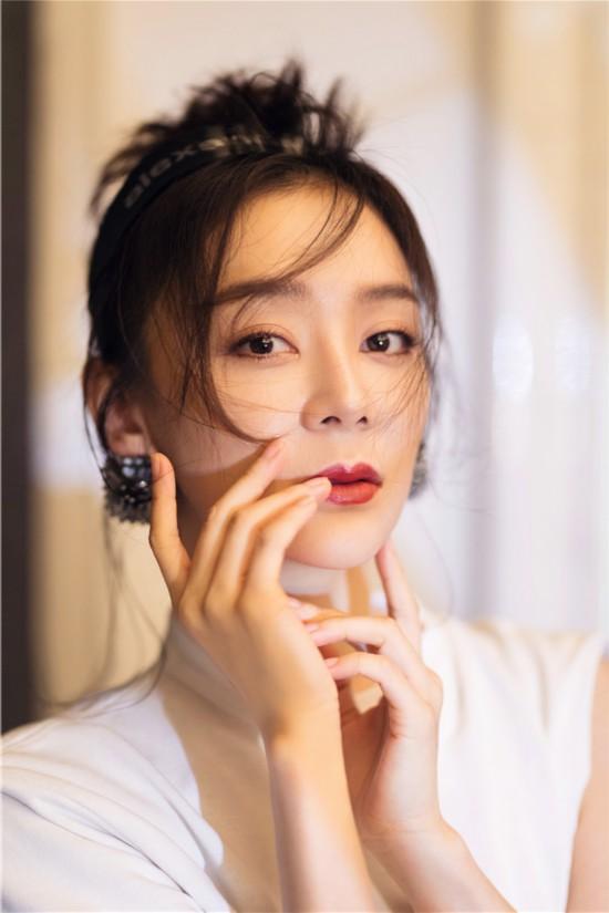 袁姗姗最新大片曝光 ,随性展现简单优雅少女感