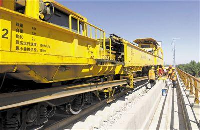 銀西鐵路最長特大橋開始鋪軌