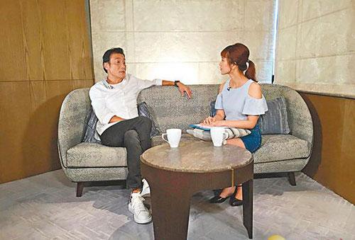 梁家辉谈生活自称宅男结婚32年每天都与太太拍拖