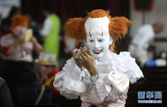 """(国际)(5)小丑街头欢庆""""秘鲁小丑日"""""""