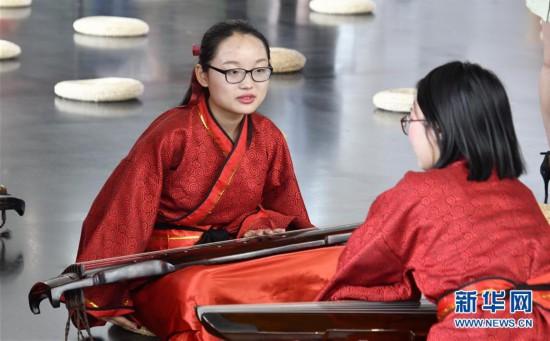 (社会)(4)古琴文化展在北京举行