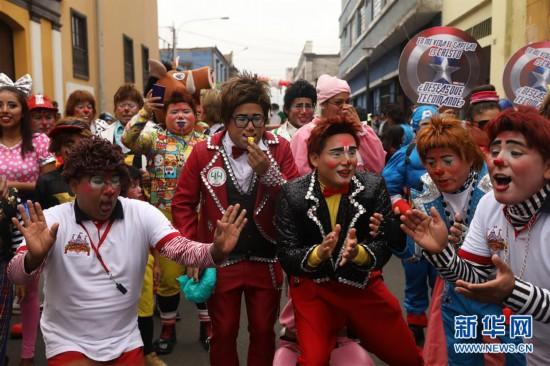 """(国际)(2)小丑街头欢庆""""秘鲁小丑日"""""""