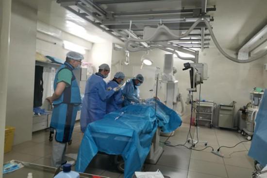 四位中国专家在吉尔吉斯斯坦完成两例心脏介入手术
