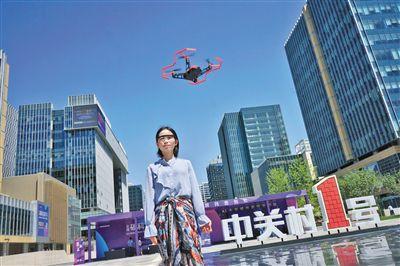 京交会上人工智能亮绝活意念自拍无人机等高科技产品云集