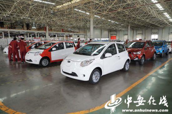 【重走解放路奋进新时代】远程充电一键开空调新能源汽车不仅环保更智慧