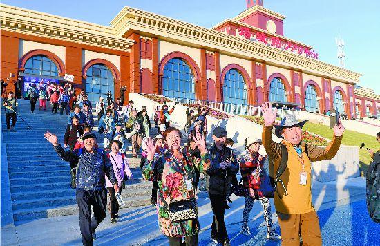 新疆塔城迎来首趟援疆旅游专列