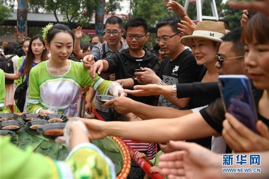 (社会)(1)杭州:传统习俗迎端午