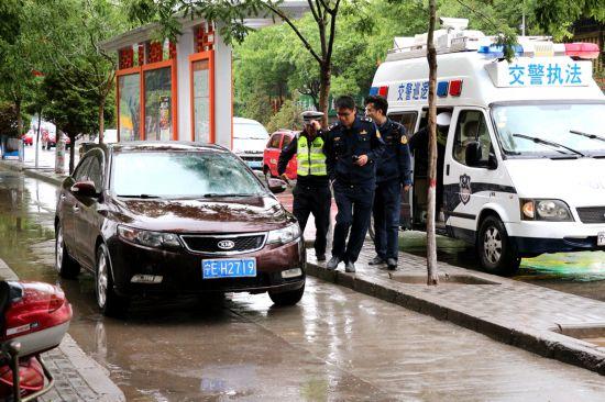 """海原運管所聯合公安交警嚴查非法營運""""黑車"""""""