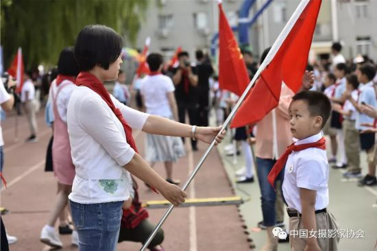 Women Photographers Document Children's Day Activities in Beijing