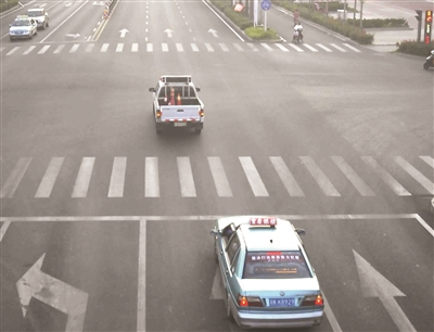 """扬州高邮1周岁小女孩误舔农药瓶中毒 警车""""开道送医"""""""