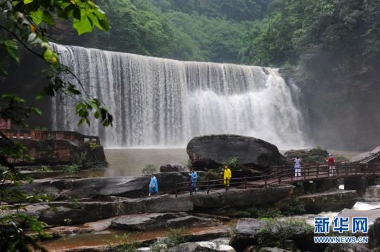 贵州赤水:千瀑美景引客来