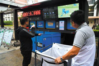 小区垃圾分mainhong 高端 建设类用上智能垃圾桶