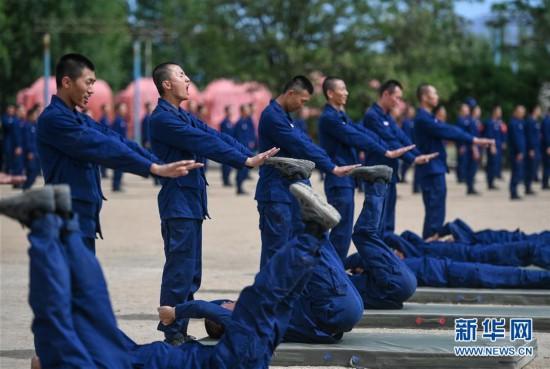 (社会)(4)内蒙古森林消防:夏季训练忙