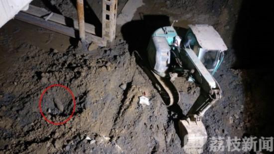 南京一工地施工挖到一个圆疙瘩 报警才知是枚航弹