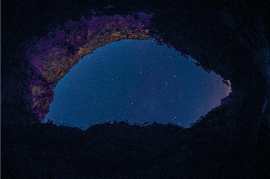夜晚,请看贺兰山深处璀璨星空