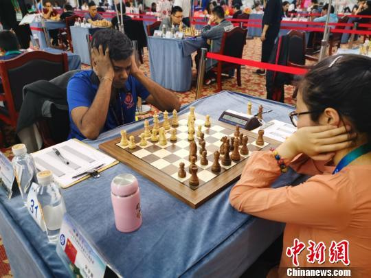 2019年亚洲国际象棋个人锦标赛开赛,选手正在进行比赛。 李铁锤 摄