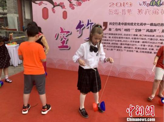 非遗嘉年华在京举行中外学子体验中华传统文化