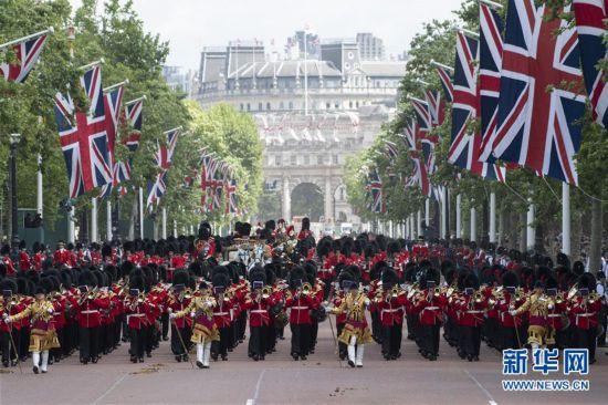 (国际)(2)英女王93岁生日庆典在伦敦举行