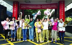 文艺班提前结束高考 南京一学校学生合唱《奔跑》