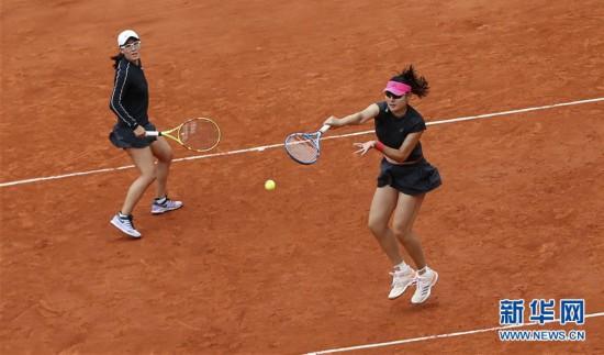 (體育)(9)網球——段瑩瑩/鄭賽賽獲得法網女雙亞軍