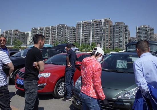 """广州、深圳率先""""松绑""""治堵不能只靠汽车限购"""