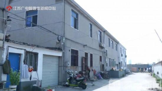 常州武进一在建楼盘被指施工不规范致附近民房开裂