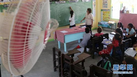 """(国际·图文互动)(2)通讯:中国国家电网""""光明乡村""""项目为菲律宾偏远山区带来光明"""