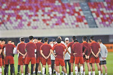 国足今晚热身赛对塔吉克斯坦队里皮:要连胜也要锻炼新人