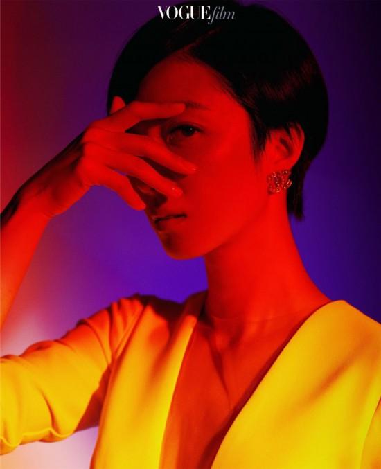 桂纶镁亮相时装电影盛典优雅干练彰显时尚态度