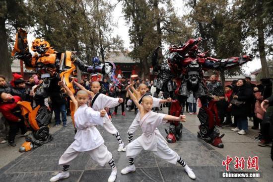 日本少林寺拳法連盟が40年ぶりに少林寺を訪問 桜植樹で友情を確認