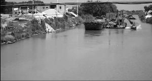 """常州水域一摩托艇遭遇疏浚船 险些被""""削"""""""