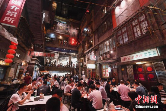 长沙:网红怀旧主题餐馆都市受热捧
