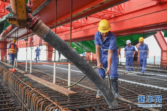 组图:国内首孔40米大跨度移动模架现浇梁在福厦高铁启动浇筑