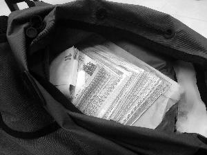 两男子背包中藏有78.9万元港币在常州被查