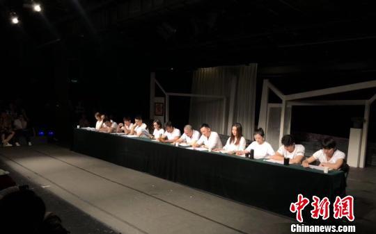北京人艺剧本朗读青年演员齐聚《窝头会馆》