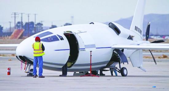 美国秘研10年飞机亮相 具有超高燃油效率