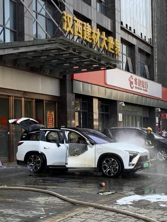 两月三烧蔚来ES8再起火 网友:应停售现有车型