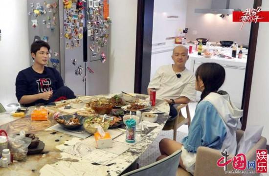 """陈学冬包贝尔比拼厨艺""""护爹神娃""""包饺子上线"""
