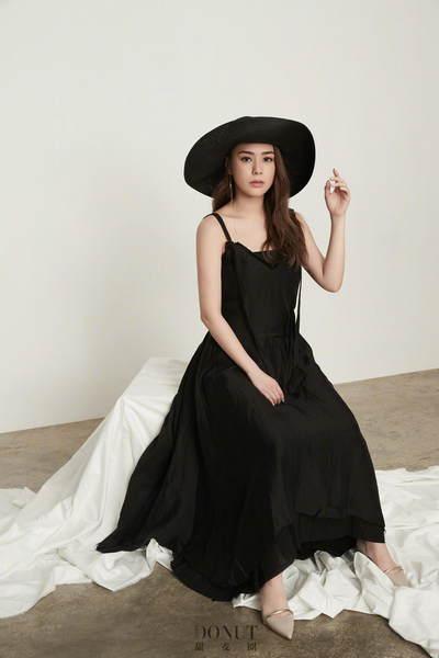 阿娇杂志照曝光 黑色长裙气质优雅