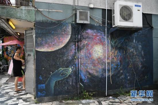 (港澳台·香港故事·图文互动)(3)香港锦田壁画村:200名义工绘就爱的画卷