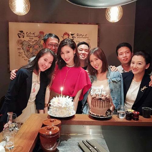 幸福!李嘉欣过49岁生日 与好姐妹一起庆祝