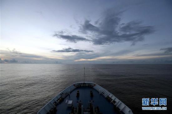 (图文互动)(5)远望3号船穿越赤道驶向测控任务海域