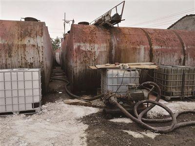 南京江北新区企业污水入河 当地居民无奈筑坝拦截